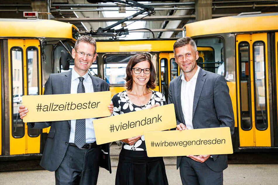 Freuen sich über zufriedene Gäste: Die DVB-Vorstände Andreas Hemmersbach (51, l.), Lars Seiffert (50) sowie VVO-Marketingleiterin Gabriele Clauss (47).
