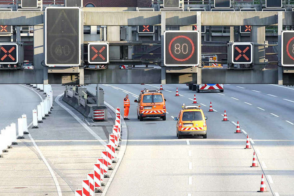 Die Autobahn südlich des Elbtunnels ist wieder frei. Die Bauarbeiten an den Lamellen sind abgeschlossen.