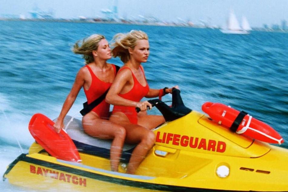Pamela Anderson beim Baywatch-Einsatz.