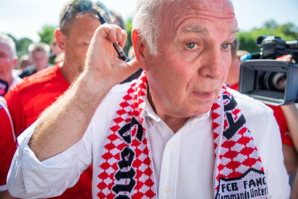 Es war kein Geheimnis mehr: Uli Hoeneß (67) zieht sich um FC Bayern zurück.