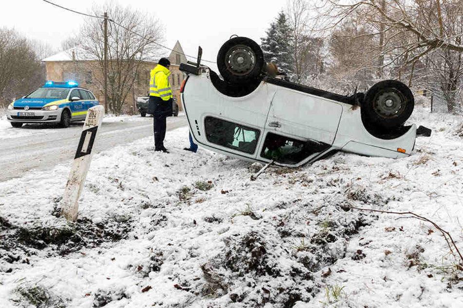 Die Fahrerin kam in der Kurve von der Fahrbahn ab.