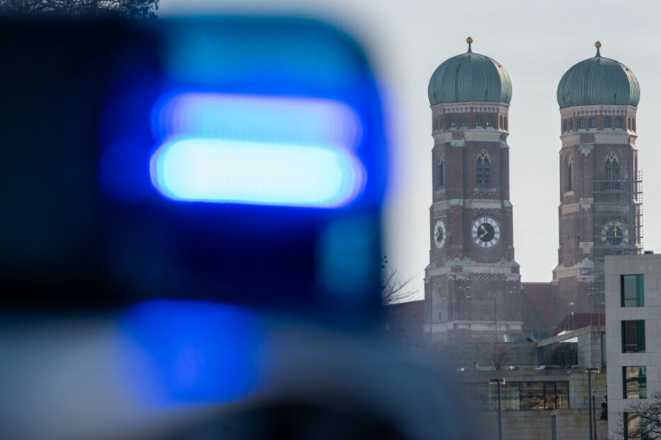 Die Münchner Polizei sucht fieberhaft nach dem Angreifer. (Symbolbild)