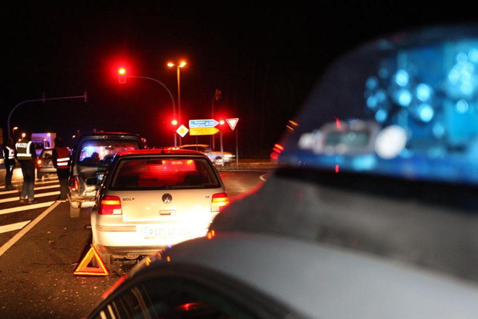 Mehrere Fahrzeuge wurden durch einen Crash bei Pirna beschädigt.