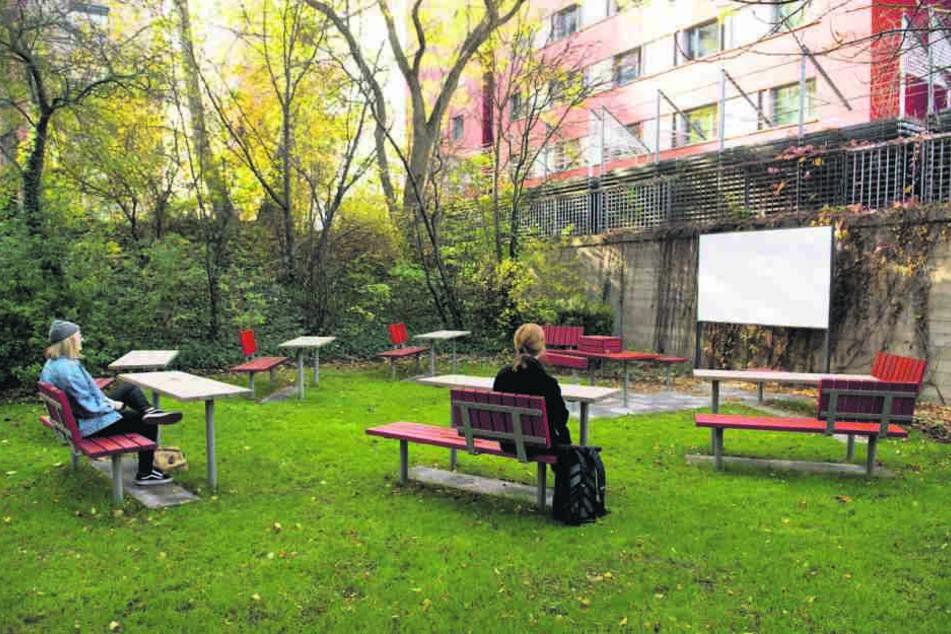 """Ob das bei den Studenten gut ankommt? Im """"Grünen Seminarraum"""" wird künftig an  der frischen Luft gelernt."""