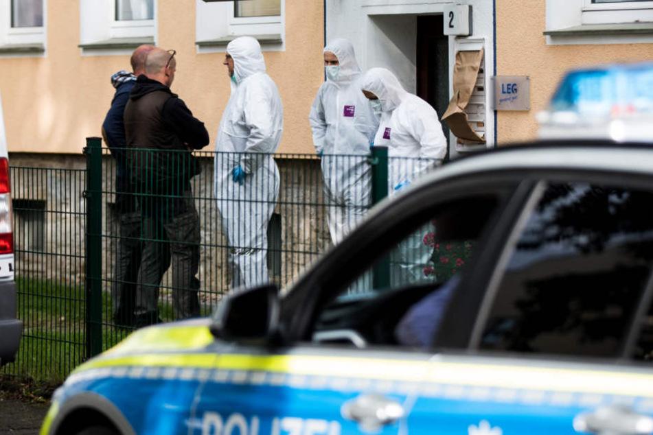 Die Spurensicherung war am Tatort, um alle Hinweise zum Täter zu sichern.