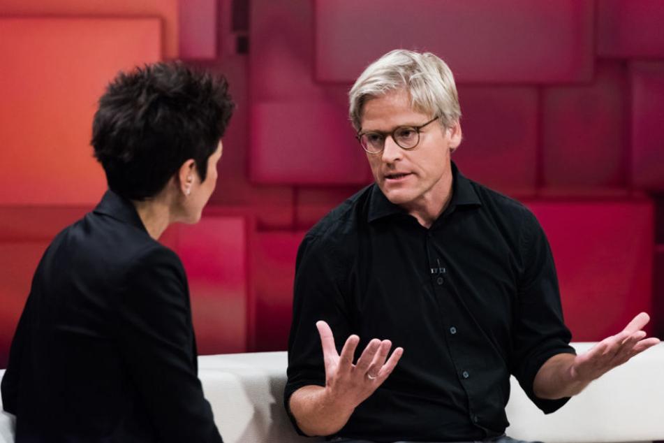 Dunja Hayali im Gespräch mit Tankred Stöbe (Ärzte ohne Grenzen).