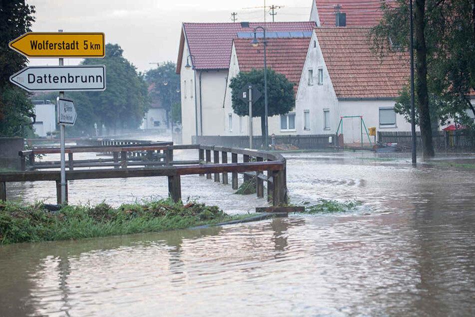 Das Wasser stand in den Straßen von Otting.