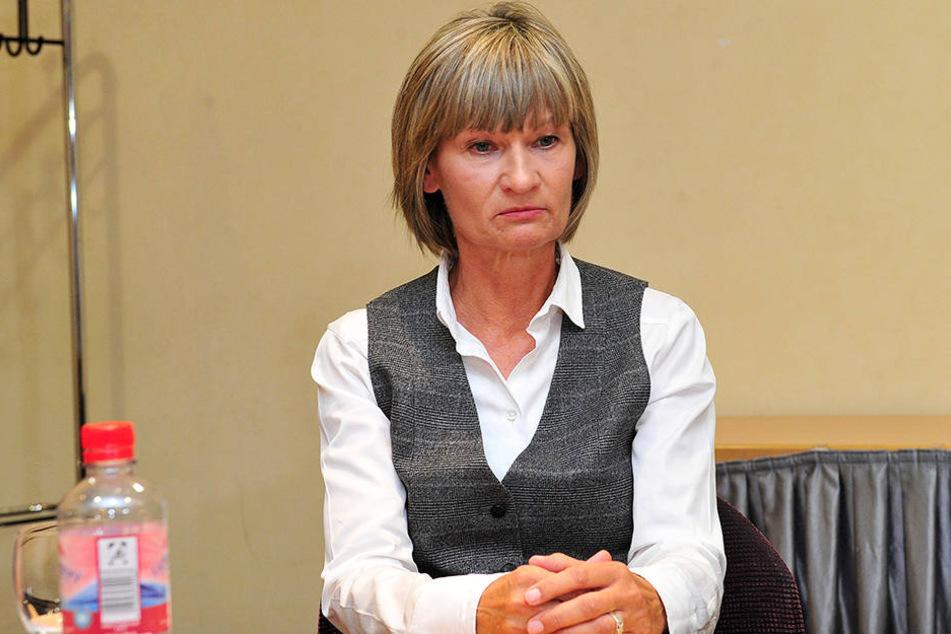 Oberbürgermeisterin Barbara Ludwig (56, SPD) bei einer Pressekonferenz am Sonntag.