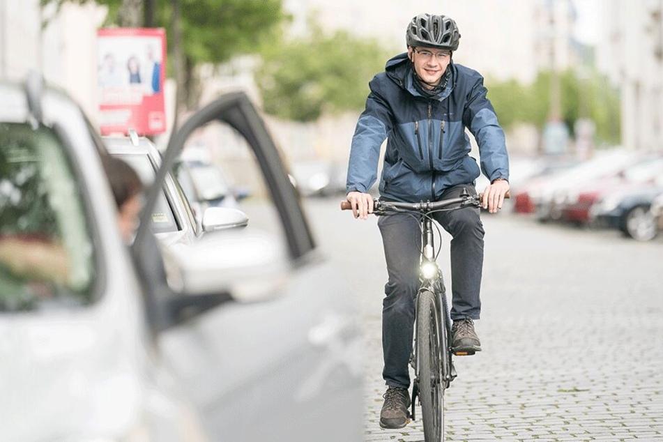 """Der """"Holländer-Griff"""" """"zwingt"""" Autofahrer zum Schulterblick, erhöht so die Sicherheit für Radler."""