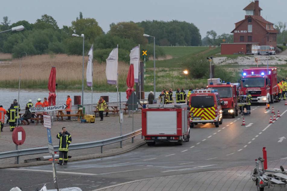 Die Feuerwehr ist mit zahlreichen Einsatzkräften vor Ort.