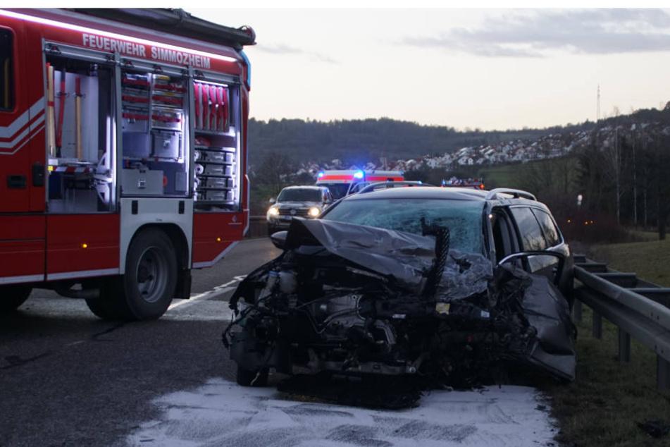 Der Auto-Fahrer geriet aus unbekannten Gründen in den Gegenverkehr.