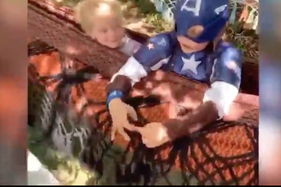 Bridger Walker (6) im Captain America-Kostüm.