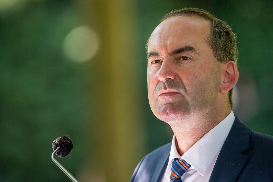 Hubert Aiwanger (Freie Wähler), stellvertretender Ministerpräsident und Staatsminister für Wirtschaft, Landentwicklung und Energie, unterstützt das Vorhaben des Bundesfinanzministers Olaf Scholz.
