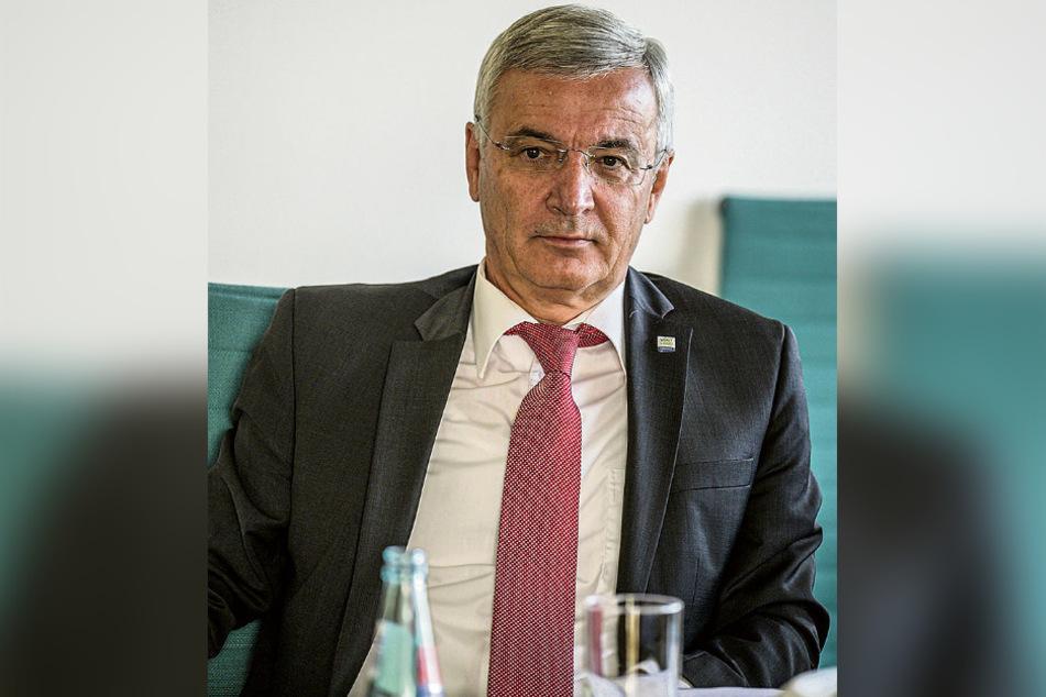 Auch sein Amt gab Corona-Daten weiter: Der Landrat des Vogtlandkreises Rolf Keil (65, CDU).