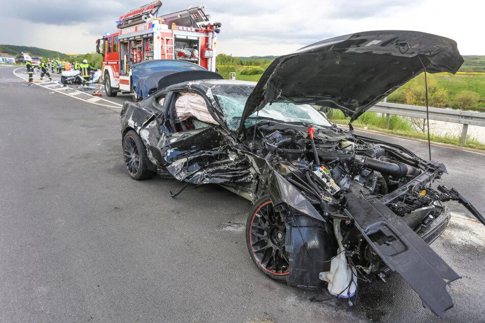 Der Fahrer eines Ford Mustang hatte auf der B26 bei Bamberg offenbar aufgrund zu hoher Geschwindigkeit die Kontrolle über sein Auto verloren.