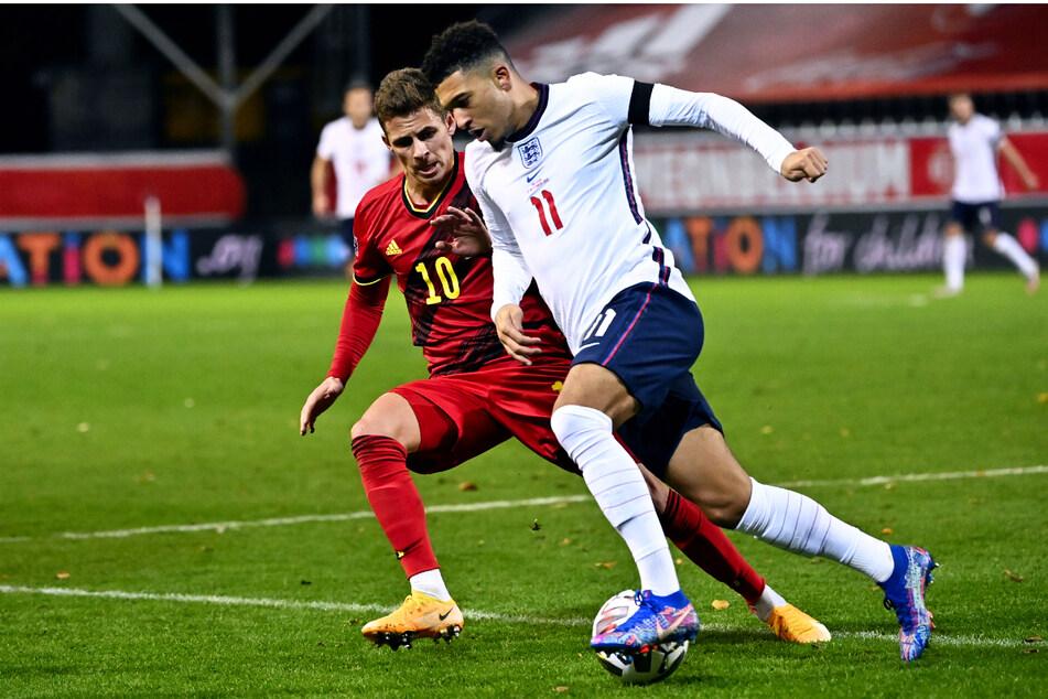 Jadon Sancho (21, r.) lief in der Nations League noch für die Three Lions auf, musste beim englischen EM-Auftakt aber auf der Tribüne Platz nehmen.