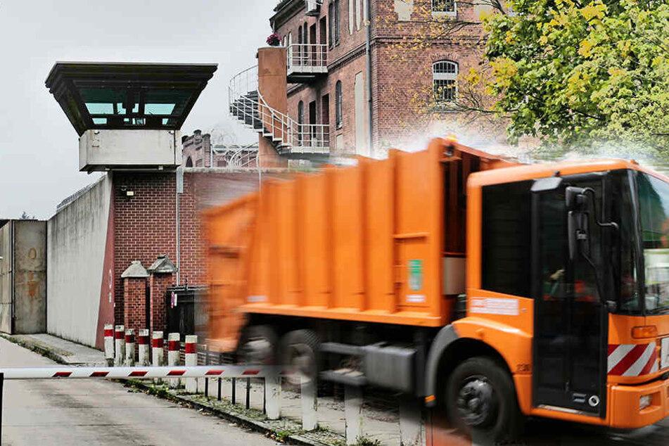 Der Häftling entkam in einem Mülltransporter. (Symbolbild)