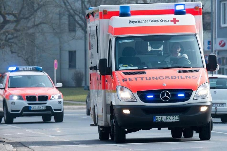 Vater und Tochter mussten in ein Krankenhaus gebracht werden. (Symbolbild)