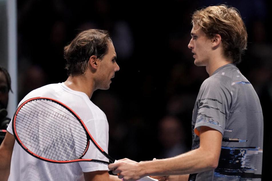 Alexander Zverev (rechts im Bild) besiegte bei den ATP Finals in London die derzeitige Nummer 1 der Weltrangliste, Rafael Nadal in zwei Sätzen.