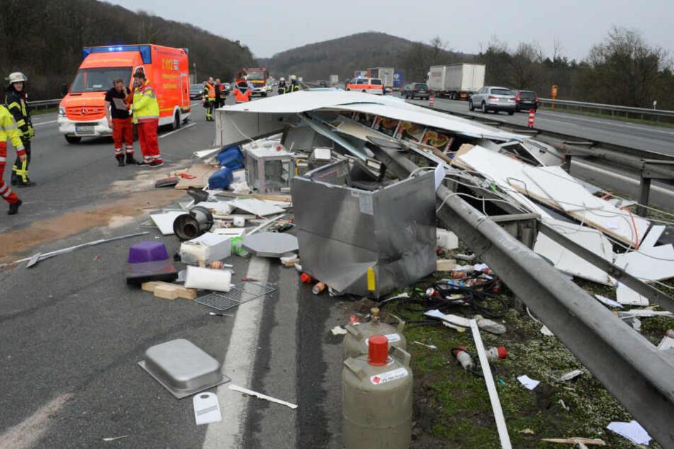 Auch nach dem Unfall am Montagnachmittag blieben Schaulustige zum Gaffen stehen.