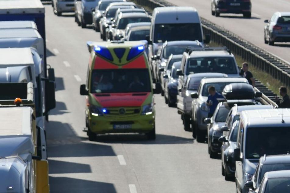 Unfall A14: Achtung, Vollsperrung! Caddy kracht in Leitplanke