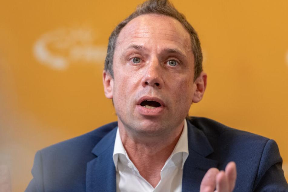 Bayerns Umweltminister Thorsten Glauber besucht das Schneefernerhaus.