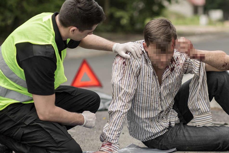 Der 18-jährige Detmolder wurde am Kopf verletzt und ins Krankenhaus gebracht. (Symbolbild)