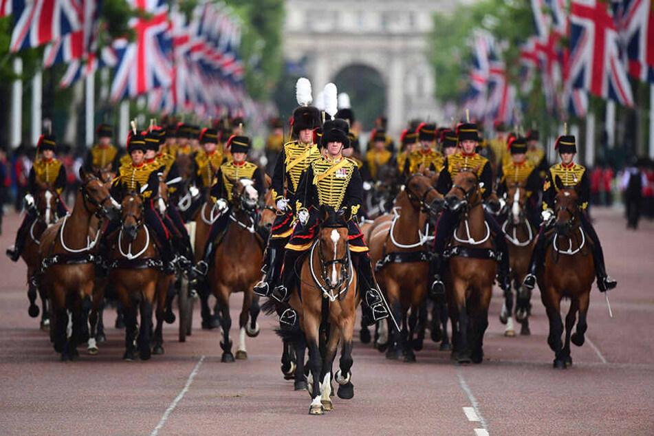 Queen Elizabeth II. wurde bereits am 21. April 93 Jahre alt. Wegen des besseren Wetters finden die Feierlichkeiten jedoch traditionell erst im Juni statt.