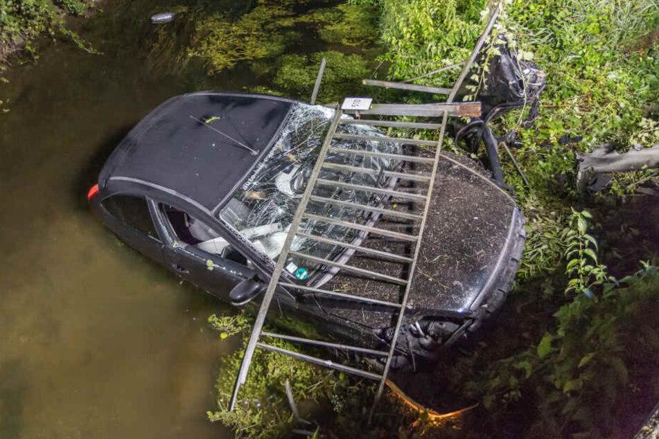 Ein Teil des Geländers wurde beim Unfall abgerissen.