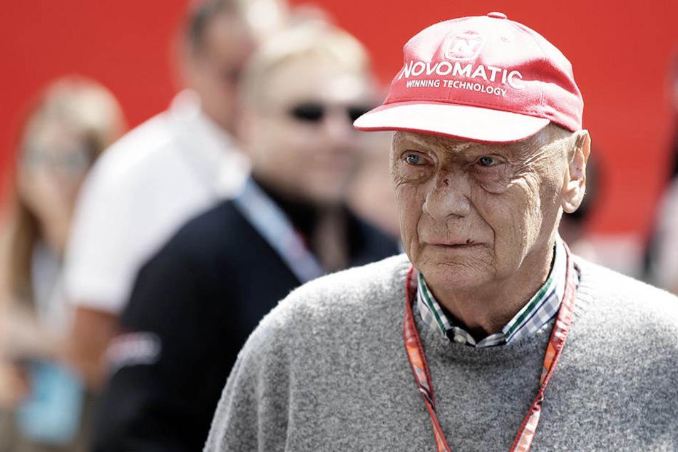 Niki Lauda (69) soll seit Anfang der Woche mit einer schweren Grippe auf der Intensivstation des Wiener AKH liegen.
