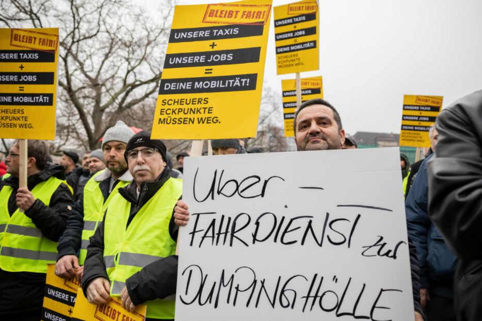Taxifahrer protestieren gegen die Liberalisierung von Uber und Co.