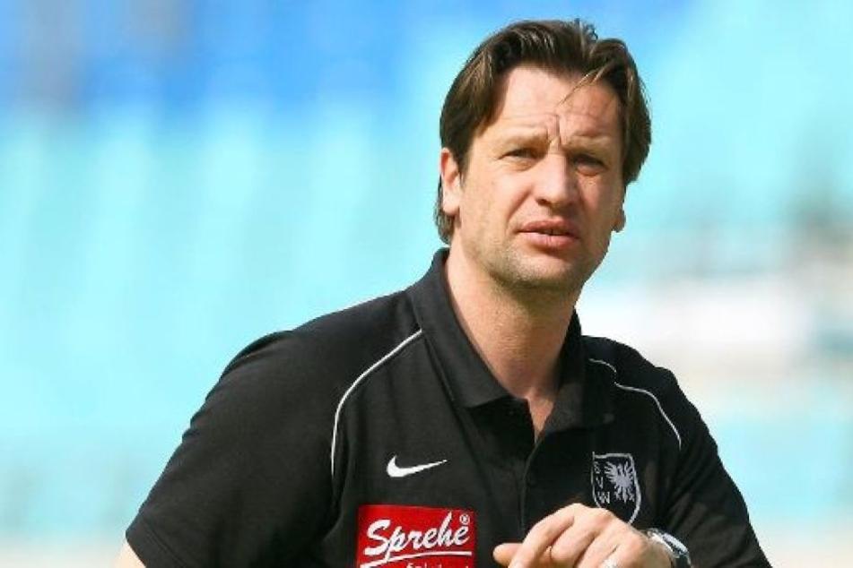 Kurios: Trainer erfährt aus der Zeitung, dass er gefeuert wurde
