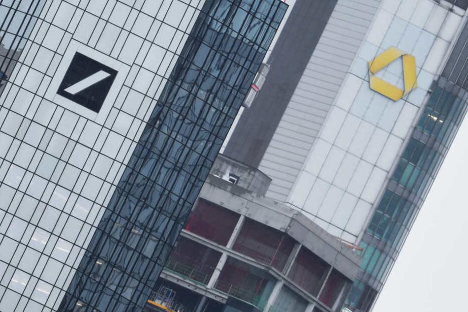 Deutsche Bank und Commerzbank sind an der Börse in Schief-Lage geraten.