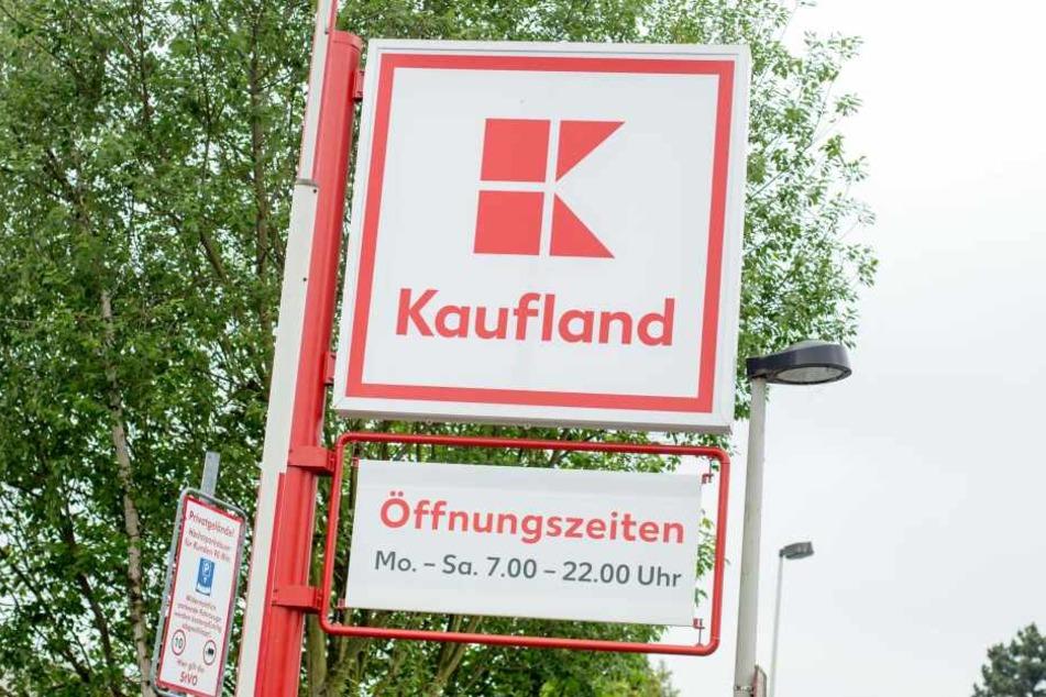 Auf dem Parkplatz-Kaufland in Schwaigern tickte der Dynamo-Fan aus und fuhr einen Passanten an. (Symbolbild)