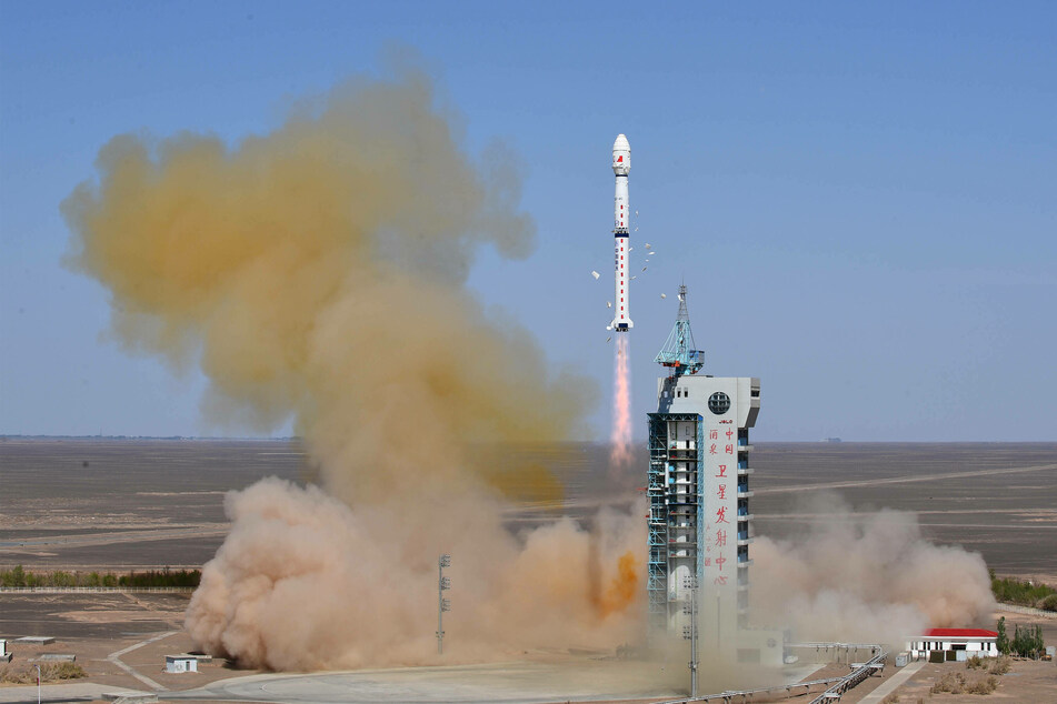 A Long March-4C rocket carrying Yaogan-34 satellite blasted off from the Jiuquan Satellite Launch Center in northwest China on April 30.