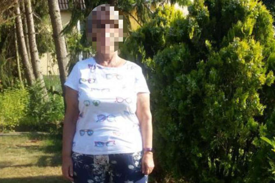 Die 76-Jährige hat kinnlange, blonde Haare und ist untersetzt.