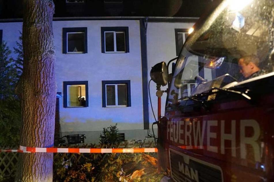 Sechs Bewohner des Hauses wurden ins Krankenhaus gebracht.
