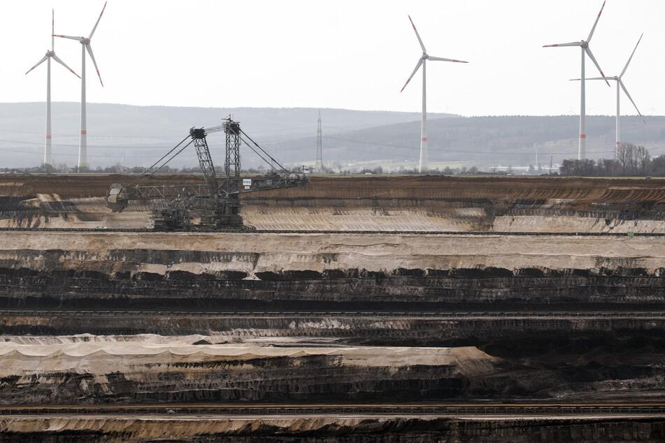 Im Braunkohletagebau Inden wird weiterhin ein RWE-Mitarbeiter vermisst. (Archivfoto)