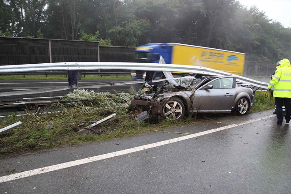 Der 24-jährige Fahrer und seine 26-jährige Beifahrerin blieben unverletzt.