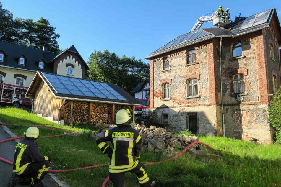 Mehr als 60 Kameraden waren bei dem Brand im Einsatz.