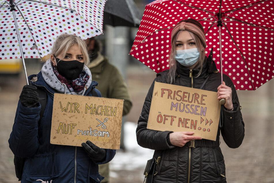 Die Friseure protestierten Anfang des Jahres auch noch für ihre Öffnung.