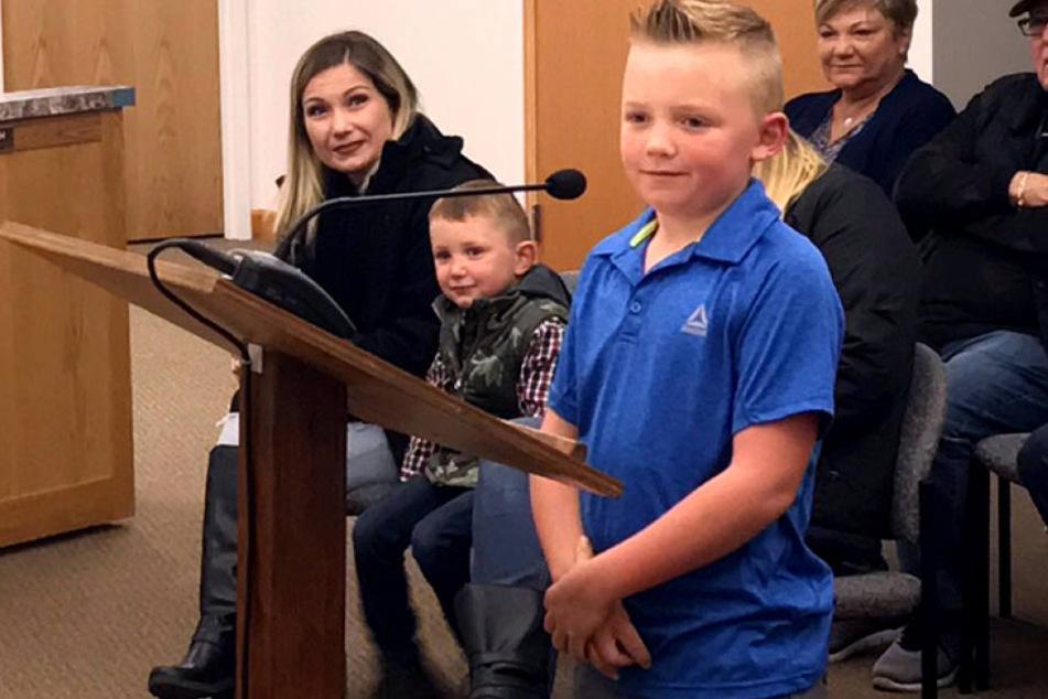 Der Neunjährige hat ein 97 Jahre alte Schneeball-Wurfverbot mit seinem Antrag vor dem Gemeinderat gekippt.