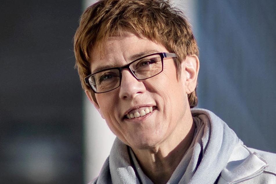 Angela Merkel hat Annegret Kramp-Karrenbauer als CDU-Generalsekretärin vorgeschlagen.