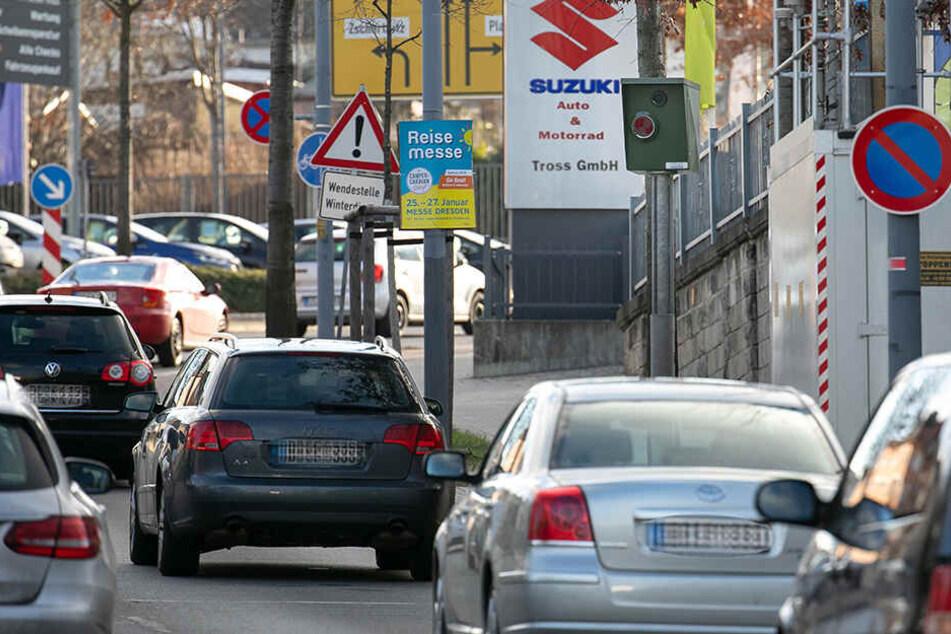 Auf Höhe der Nöthnitzer Straße, 100 Meter oberhalb des Bergstraßen-Blitzers, wurde von Tempo 70 auf 50 reduziert.