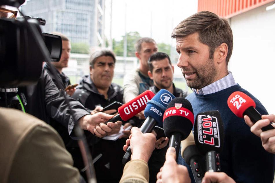 VfB-Sportvorstand Thomas Hitzlsperger stellte sich zum ersten Mal nach dem Abstieg den Medien.