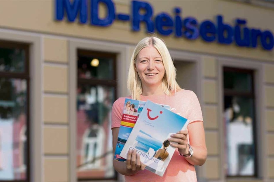 """Reisebüro-Mitarbeiterin Sandra Windhorst (34) von """"MD-Reisen"""" weiß: Diesen Sommer sind Spanien und Griechenland bei den Chemnitzern besonders angesagt."""