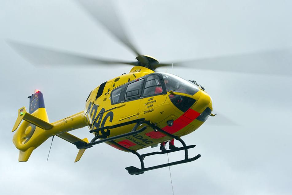 Zwei Männer blendeten in Leipzig den Piloten eines Hubschraubers der ADAC-Luftrettung. (Symbolbild)