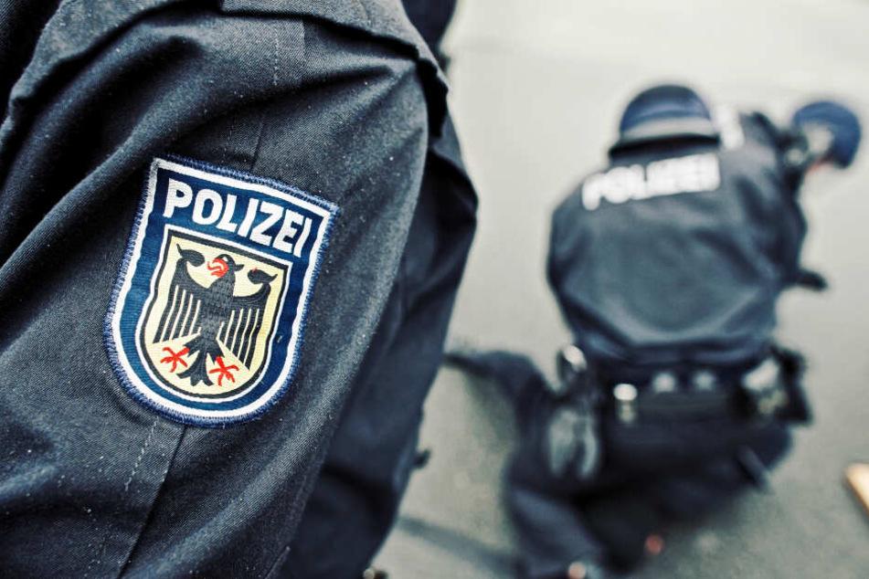 Beamte der Bundespolizei nahmen den 32-jährigen Mann mit zur Wache. (Symbolbild)