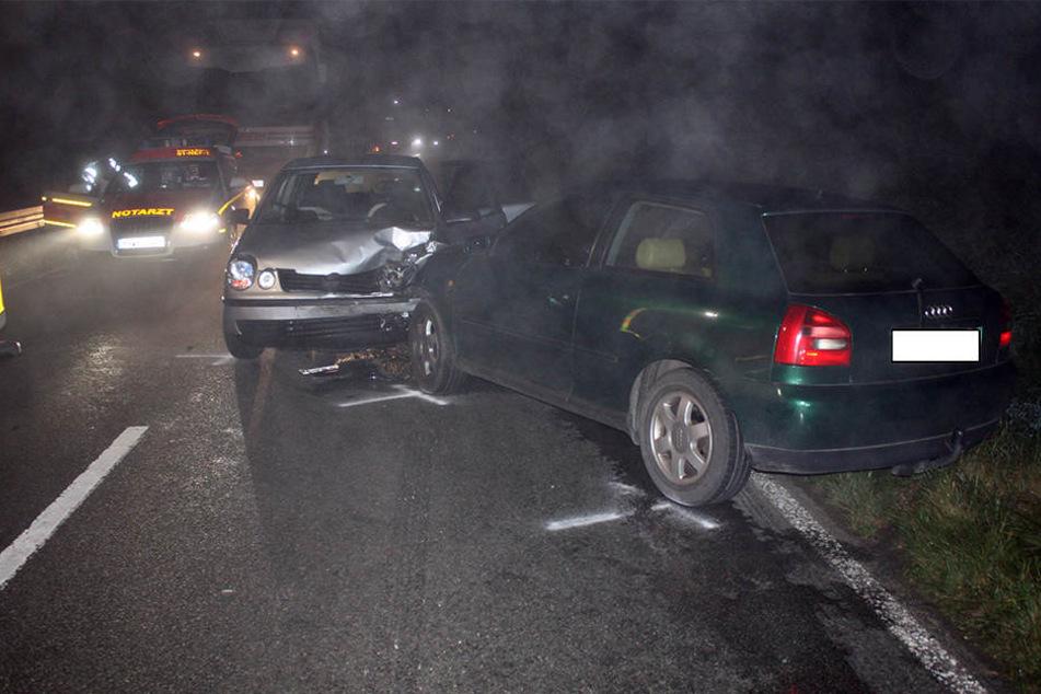 Trotz Nebel und Kurve: 20-Jähriger überholt Lkw und baut Unfall