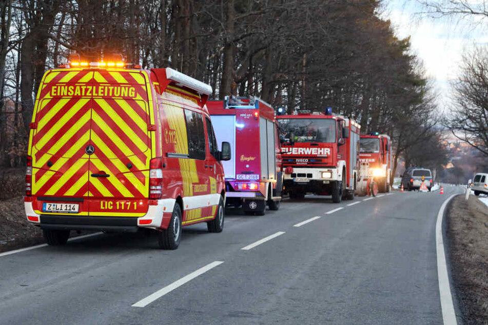 Während des Rettungseinsatzes wurde die Straße voll gesperrt.